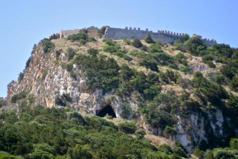 Παλαιόκαστρο: το φράγκικο κάστρο του Ναβαρίνου